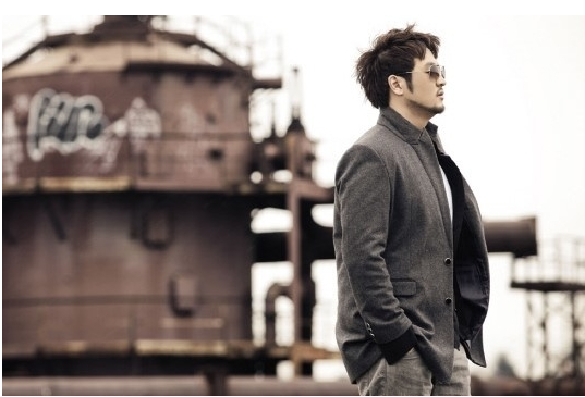 Kim Tae Woo Reveals Fiancee and Wedding Photos