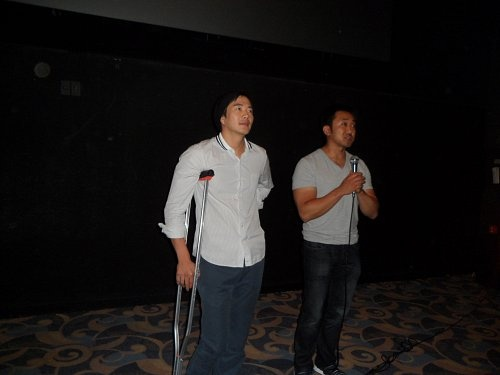 kwon-sang-woo-keeps-his-promise-in-his-crutchesi-will-go-to-the-theater-for-pained-greetings_image