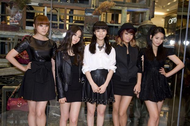 wonder-girls-clog-up-streets-of-hongdae_image