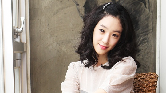 jung-ryeo-won-joins-hyoris-charity-calendar-efforts_image