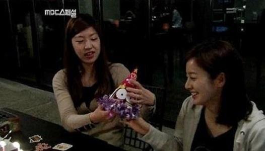 kim-tae-hees-friend-rumored-to-be-football-star-park-ji-sungs-lover_image