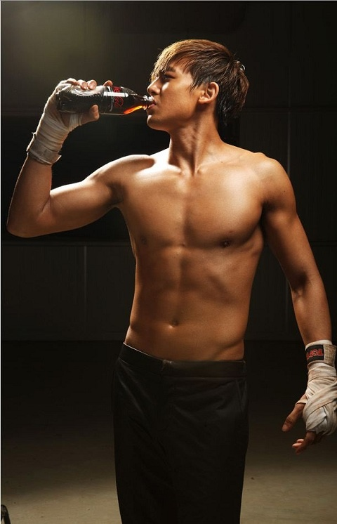 nichkhun-topless-for-new-endorsement_image