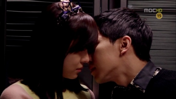 Ha Ji Won's Most Memorable Kiss Scene: Refrigerator Kiss with Lee Seung Gi