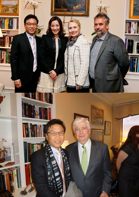 sms-lee-soo-man-snaps-photo-with-hillary-clinon_image