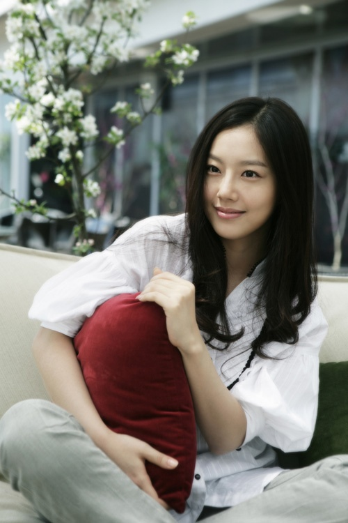 the-princess-man-moon-chae-won-smoky-makeup-vs-bare-face-1_image