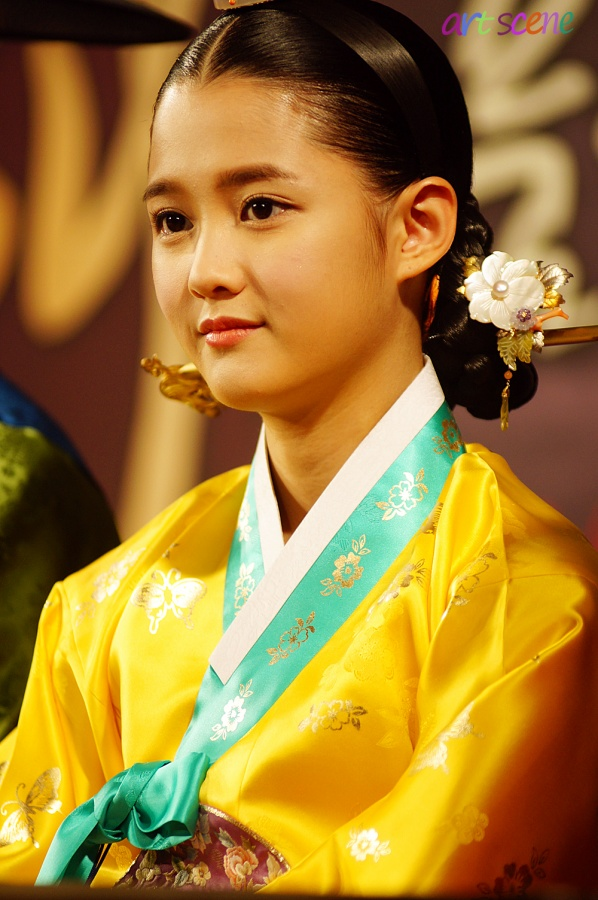"""The Moon that Embraces the Sun"" Nam Bora's Pre-Debut Face"