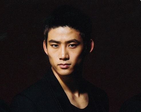 2PM's Taecyeon Warns His Sexy Abs Can Cause Nosebleeds
