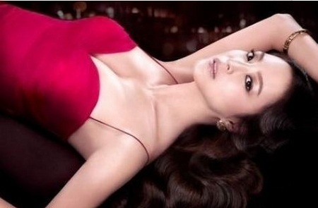 sexy-diva-lee-hyori-and-actress-han-ye-seul-endorse-breast-enlarging-drinks_image