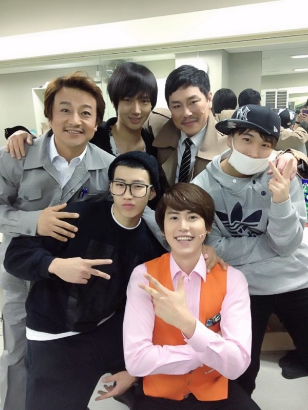 Jay Park Joins Super Junior's Yesung and Sungmin to Meet Kyuhyun Backstage