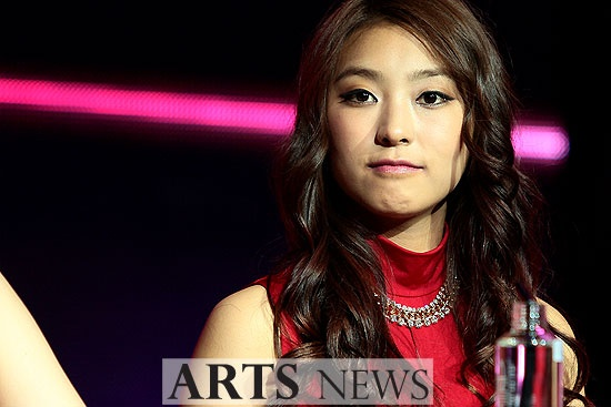 SISTAR Bora Is Lonely on Black Day