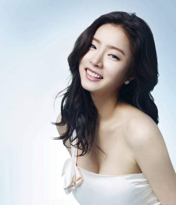 shin-se-kyung-receives-jealous-attentions-from-female-netizens_image
