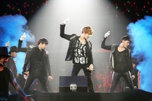jyj-completes-2011-jyj-world-tour-concert_image