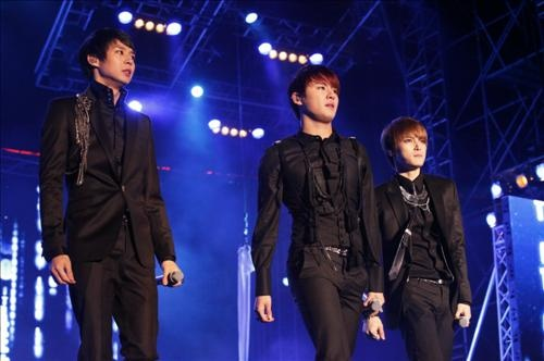 "JYJ ""World Tour Concert in 2011"" to Begin in April"