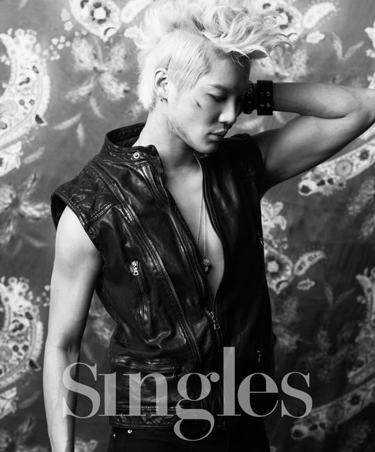 jyjs-junsu-dons-blonde-look-for-singles-magazine_image