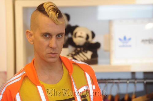 Designer Jeremy Scott Talks About His Feelings for 2NE1