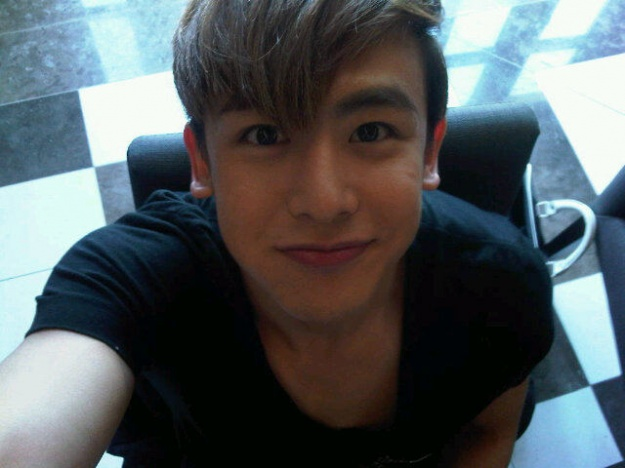 nichkhun-supports-miss-a-s-comeback_image