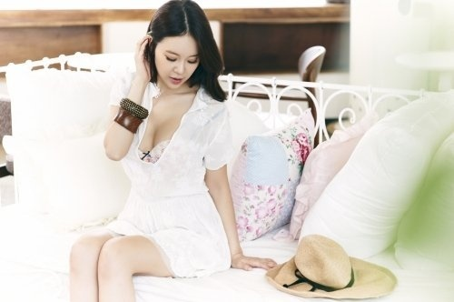 baek-ji-young-releases-teaser-for-her-upcoming-mini-album-voice_image