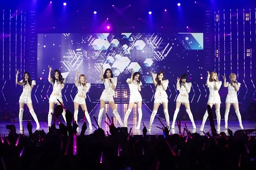 the-girls-generation-finish-a-successful-asian-tour-total-audience-of-230000_image