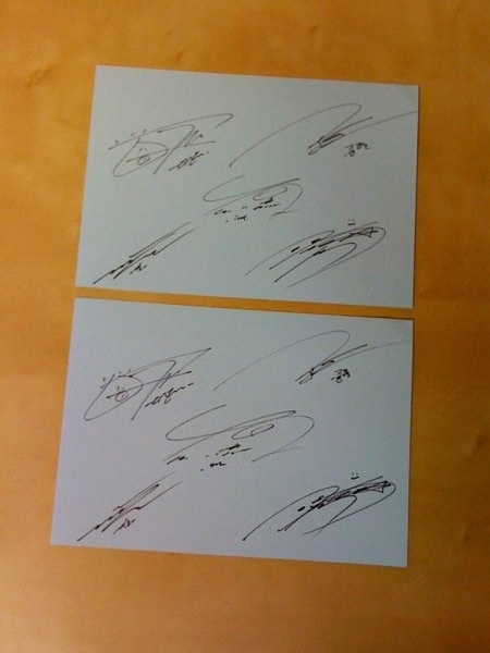 Win Autographs of All the SHINee Boys!