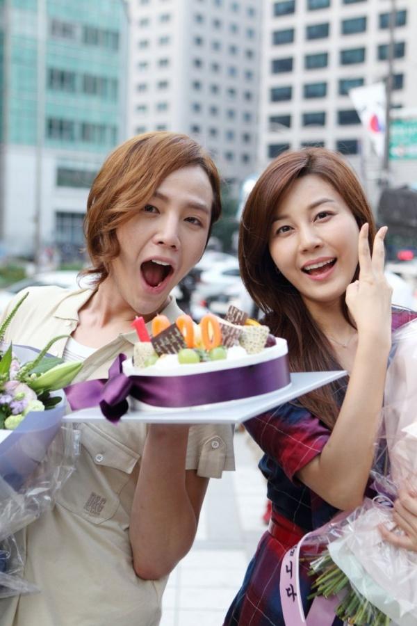 jang-geun-suk-romances-kim-ha-neul-in-bed_image