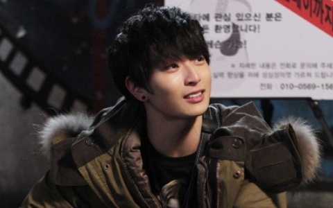 "2AM's Jin Woon Shows off his Manners During ""Dream High 2"" Filming"