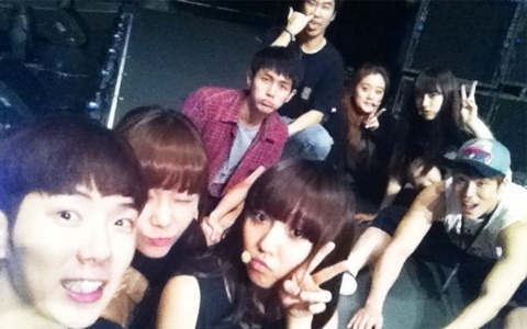 jyp-nation-take-pictures-during-rehearsal-in-japan_image