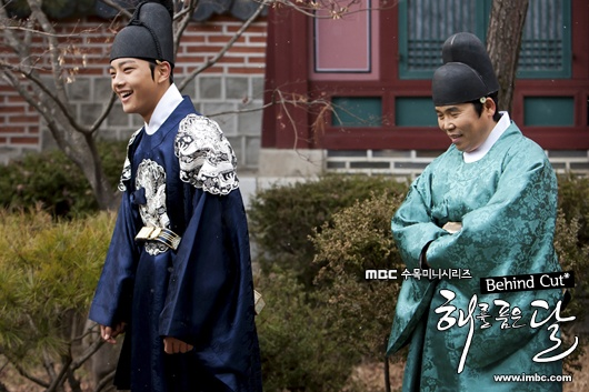 The Moon That Embraces the Sun – Behind Cut