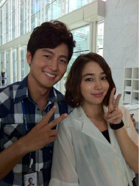 lee-jung-jin-reveals-his-dazzling-girlfriend_image