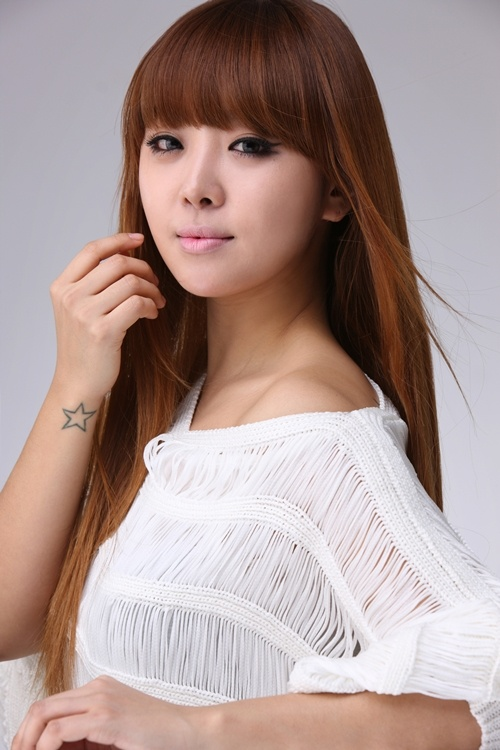 brown-eyed-girls-narsha-shows-off-handmade-hair-band_image