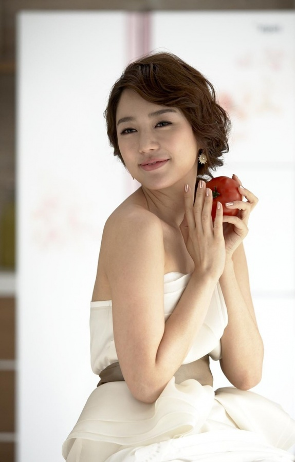 Yoon Eun Hye's Slimmer Look Sparks Netizen Concern