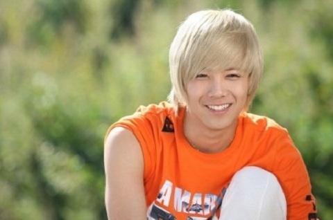 lee-hong-ki-reveals-his-toned-figure_image
