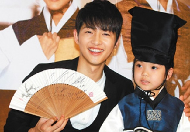 song-joong-ki-in-taiwan-for-sungkyunkwan-scandal_image