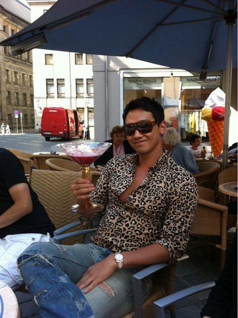 rain-fools-around-at-germany-drinks-out-of-cocktail-glass-bigger-than-his-face_image