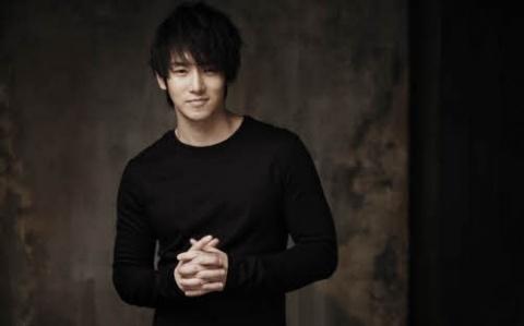 hwanhee-congratulates-kim-hyun-joong-on-his-solo-debut_image