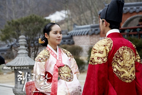 """The Moon that Embraces the Sun"" Episode 15 Preview"