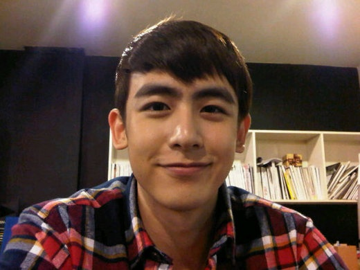 2pm-nickhuns-face-appears-smaller-than-a-cd_image