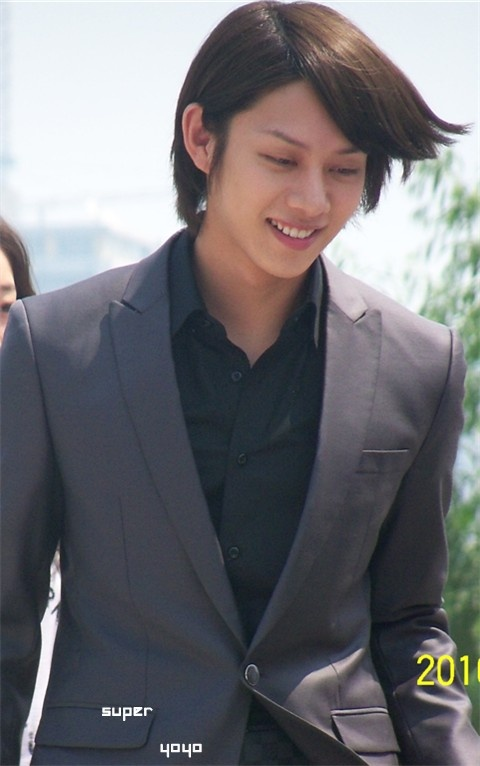heechul-goes-out-for-dinner-with-unknown-man_image