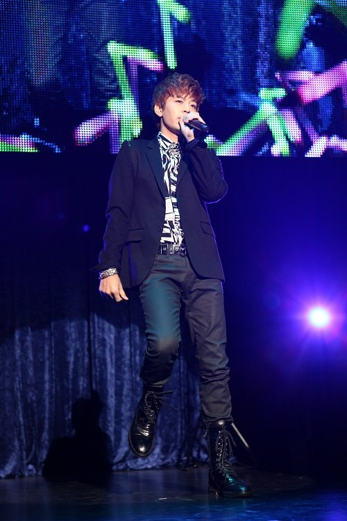Se7en Gets a Surprise Visit During Japanese Showcase