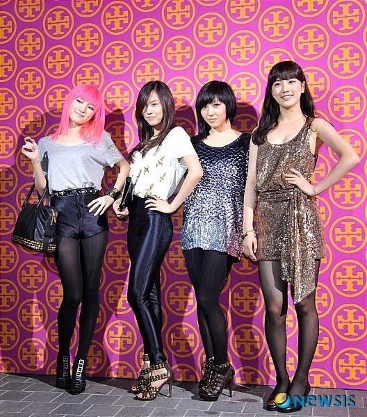 min-soo-ji-cute-selca-photos_image