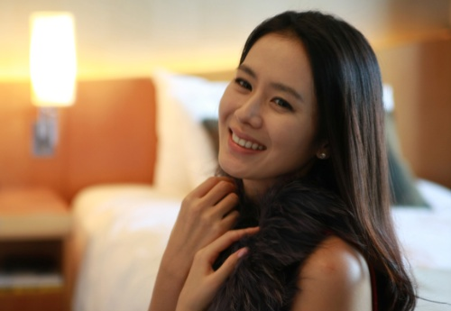 Son Ye Jin Celebrates Birthday with 200 Fans