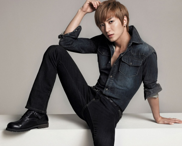Leeteuk Changes His Cell Phone Number