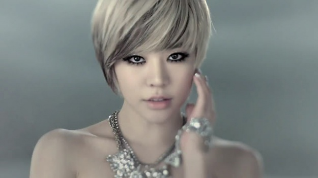 girls-generation-sunny-in-a-nurse-outfit_image