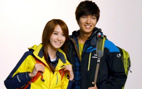 lee-min-ho-and-snsd-yoona-attempt-to-climb-a-rock-for-eider_image