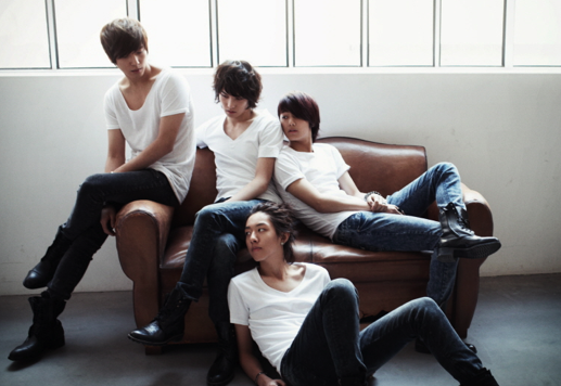 cnblue-accused-of-throwing-away-another-artists-album_image