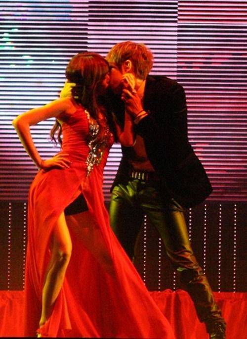 hyuna-hyun-seungs-kiss-was-actually-lip-to-cheek_image