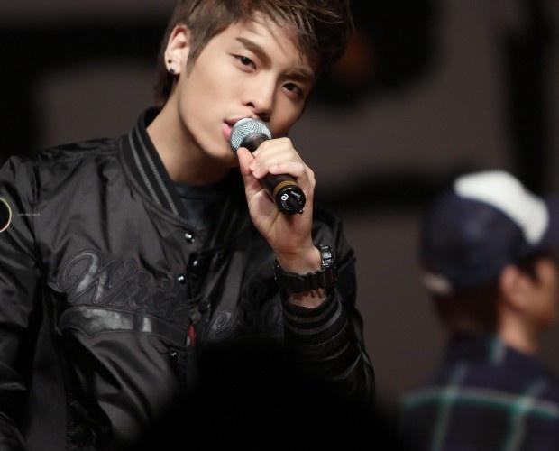 shinees-jonghyun-gifts-diablo-3-to-cnblues-jong-hyun_image