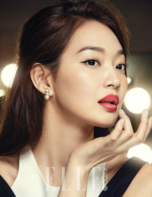 """Shin Min Ah est élégante pour """"Elle"""""""