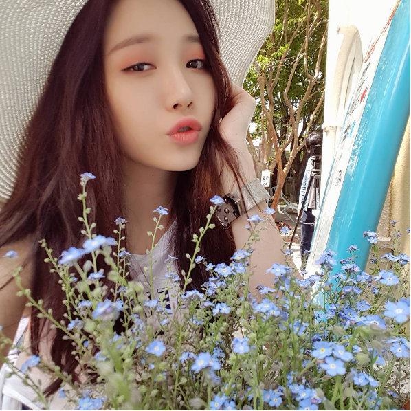 Yura (Girl's Day) dévoile ses efforts pour réaliser le selfie parfait