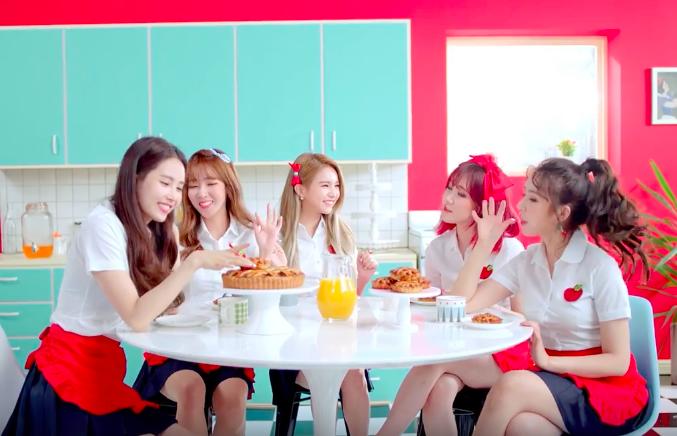 """Les FIESTAR dégustent une """"Apple Pie"""" dans leur nouveau MV"""