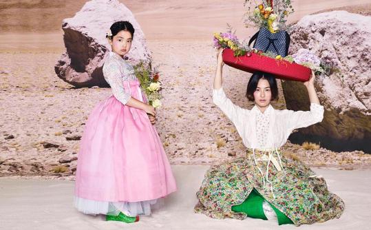 "Kang Hye Jung et Haru en hanbok pour ""Vogue"""